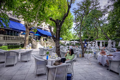 A break   Una pausa, Hotel Ritz Madrid HDR (marcp_dmoz) Tags: madrid trees espaa canon garden eos hotel spain arboles terrace map piano terrasse drinks ritz bume vacations garten ferien vacaciones tone hdr terraza spanien jardn bebidas getrnke photomatix 50d