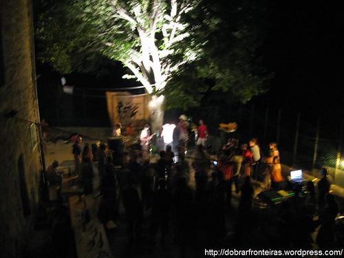 Festa Regee numa aldeia em Ardèche, França