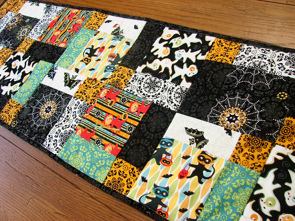 Halloween table runner, front