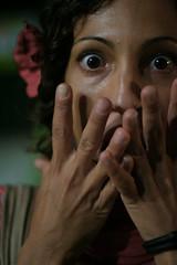 screamin' (Ali-smile!) Tags: red portrait woman flower eye girl lady donna scary mujer hands friend giorgia finger femme mani gio fiore rosso ritratto occhio dita amica ragazza fano paura espressione impaurita alismile