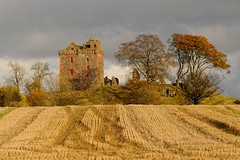 Balvaird Castle Harvest (WestLothian) Tags: castle scotland nikon fife harvest nikkor d300 balvaird balvairdcastle 2470mmf28g