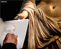 CAN I SEE  YOUR DRAW, PLEASE?? (nanettesol) Tags: luz statue museum venus hand painter londres british draw dibujo griega