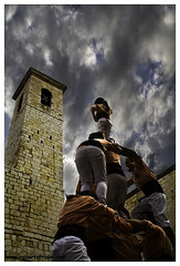 Desafiando al cielo (Roberto Fraile) Tags: textura canon catalonia catalunya castellers tradicion canon1000d canonefs18200mmf3556is salatsdesria robertofraile flickrstruereflection1 rememberthatmomentlevel4 rememberthatmomentlevel1 flickrsfinestimages1 flickrsfinestimages2 flickrsfinestimages3 rememberthatmomentlevel2 rememberthatmomentlevel3 rememberthatmomentlevel7 rememberthatmomentlevel9 rememberthatmomentlevel5 rememberthatmomentlevel6 rememberthatmomentlevel8 thelookfinalgame rememberthatmomentlevel10 vigilantphotographersunite vpu2 vpu3 vpu4 vpu5 vpu6 vpu7 vpu8 vpu9 vpu10
