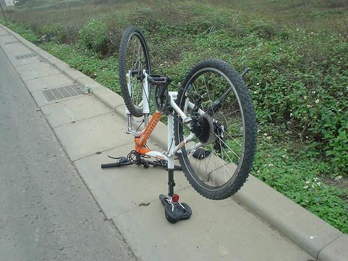 35.好不容易將輪胎裝回車上