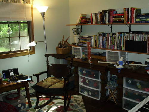 knitting room w/shelves