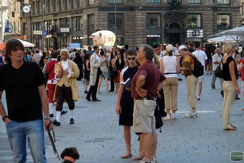 Das Grunzmobil war am Wiener Stephansplatz schon von Weitem zu sehen