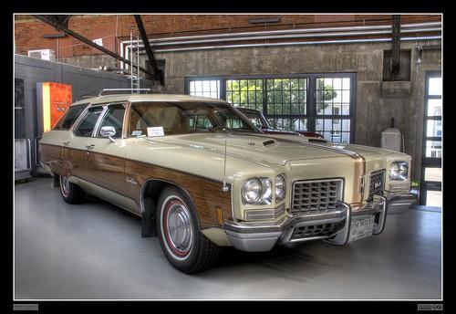 1972 Oldsmobile Custom Cruiser (HDR)