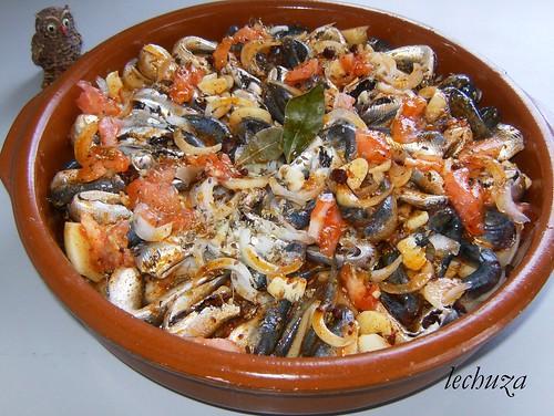 Xoubas afogadas-añadir tomate y orégano.