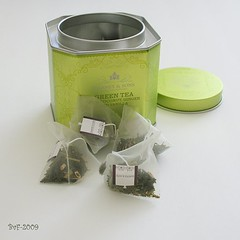 Who likes green tea? (f & b) Tags: white house hot home kitchen tin ginger healthy natural tea drink coconut box decorative royal twist historic fabric starbucks thai vanilla teacup greentea brand teabag blend sachets harneysons thebestofday gnneniyisi