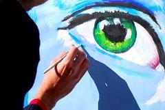 un filo di trucco (luana183) Tags: eyes strada hand ombra picture quadro occhi di mano perugia luce umbria artista pennello trucco dipinto eurochocolate madonnaro artistra