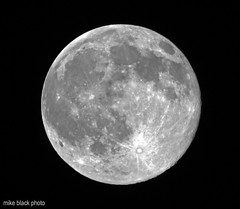 Canon 7D Full Moon 100% crop (Mike Black photography) Tags: new november sky usa moon white black mike night lune canon space science luna full telephoto round 7d jersey planets dslr universe belmar lunar 2009 800mm bloack