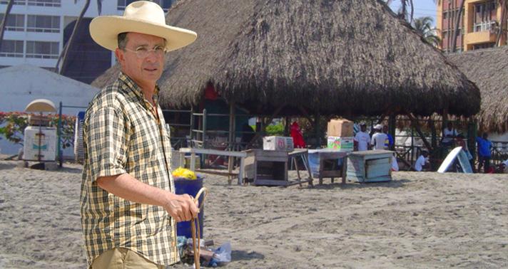 Resultado de imagen para Uribe en la playa