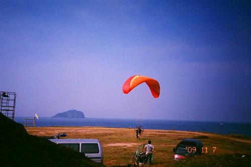 潮境公園之釣客遛狗不稀奇,飛行傘才夠悍!