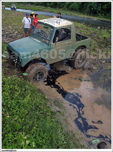 Tambunan 4x4 Challenge - Novice - Kampung Karanaan - Suzuki 4x4 SJ410 Oil Spill
