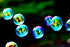 Seifenblasen (Arnd Fischer) Tags: blur reflection contrast catchycolors colorfull bubbles motionblur kontrast spiegelung unscharf farbig bunt soapbubbles bewegungsunschärfe seifenblasen farbenfroh canon1000d