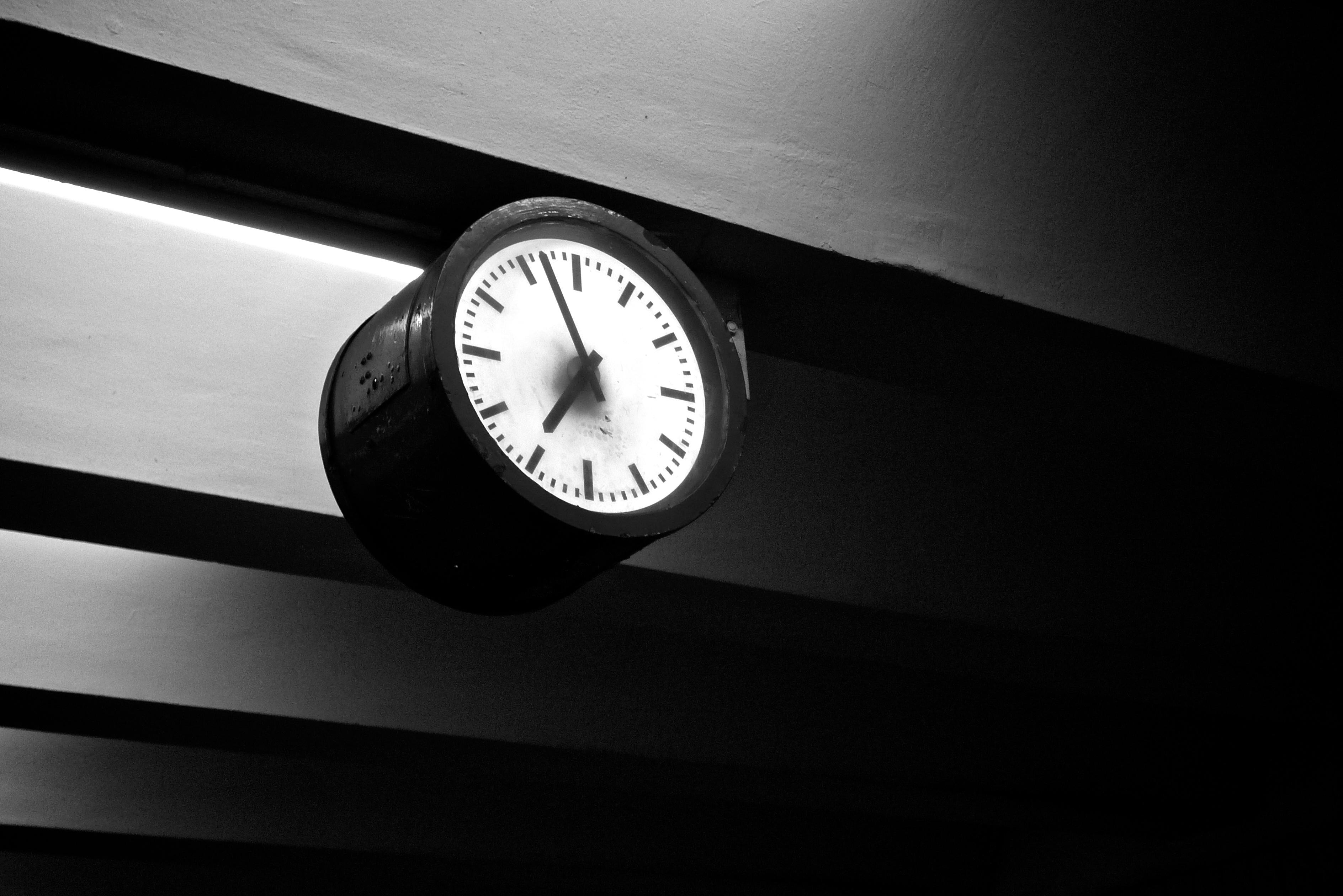 U Bahn clock