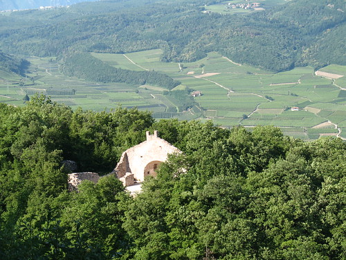 Altenburg ist ein sehr alter Siedlungsort, was die Ruine in nächster Umgebung zeigt