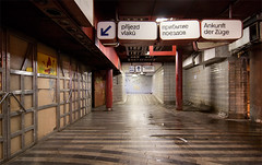 Praga (_aLinG_) Tags: viaje station familia angel train republic czech praga tokina linares 2009 estacin 1224 ferrocarril repblicacheca aling etsasorg 40d angellinares 200940dpragarepblicachecafamiliaviaje infraespacios infraespacio