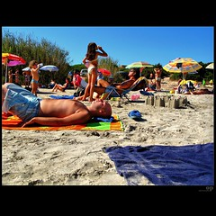 The Sand Castle (Osvaldo_Zoom) Tags: summer people italy castle beach seaside sand bravo sandcastle italiansummer