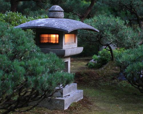 Japanese Garden Lanterns. Ga Garden With Japanese Garden Lanterns ...