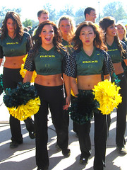 UO Cheerleaders (Wolfram Burner) Tags: life california school green college yellow oregon campus football university cheerleaders stadium photojournalism ducks eugene cal experience uo burner journalism uofo universityoforegon eugeneoregon uoregon autzen wolfram yellowandgreen goldenbears wolframburner