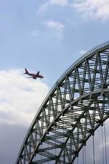 Liverpool bound plane over Bridge. (DianneB 2007.) Tags: bridge metal canon arch suspension structure mersey widnes dib rivermersey 40d gadgetgirl2007 runcornroadbridge