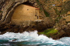 Ermita de Santa Justa - Explore ! (Azdoe.) Tags: sea seascape color verde film church colors canon mar spain agua waves iglesia wave colores explore epson olas ola cantabria ermita suances hermita explored ubiarco