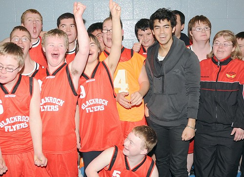 joe-jonas-special-olympics-basketball%20(2)