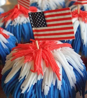 5720670954 606fb0170d USA Memorial Day / American Independence Day Cupcakes