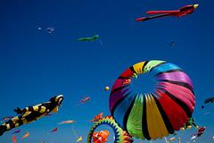 Kite flying in Valencia (MakeMyTrip.com) Tags: valencia playa malvarrosa valència cometas playadelamalvarrosa valncia festivaldecometas catxirulos