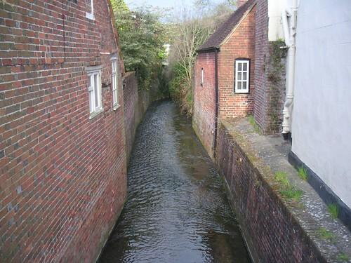 east-meon-stream-tween-houses