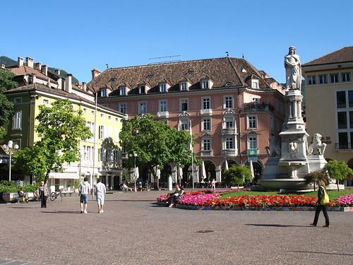 Der Waltherplatz mit seinen angrenzenden Bars und Restaurants