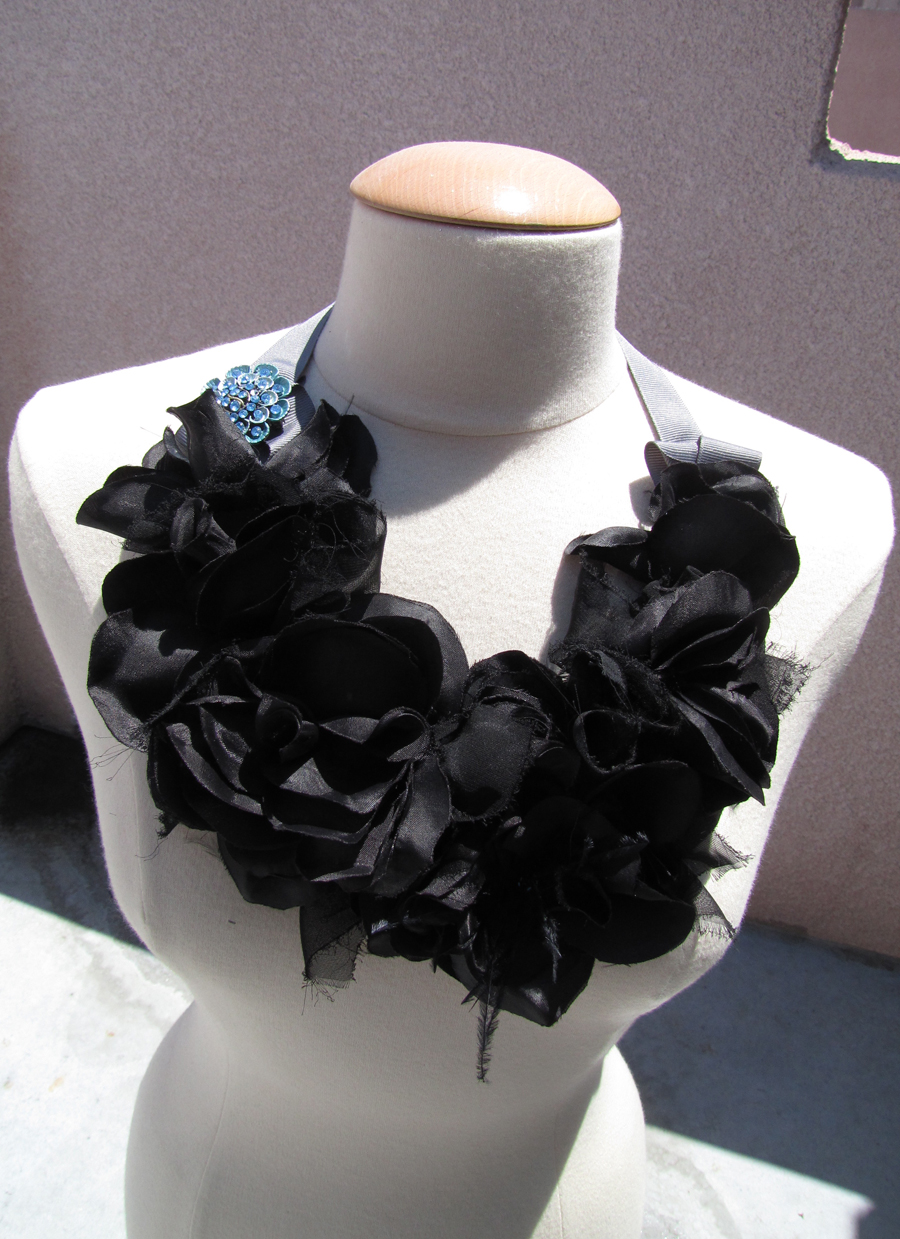 big-flower-necklace-collar-bib-6