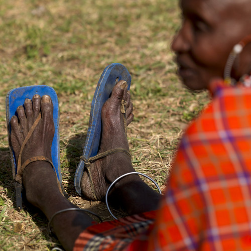 Maasai grandma with flipflops - Kenya