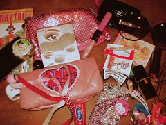 What's in my bag (again). (the_nymph90) Tags: pink rosa accessories borsa vanit futilit cosekitch