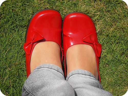 red flats with bows