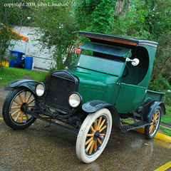 Hmm.... What Doesn't Match Here? (Jobe Roco) Tags: auto black green ford truck vintage louisiana automobile lafayette antique spokes modelt 6895 ccab cmwdgreen