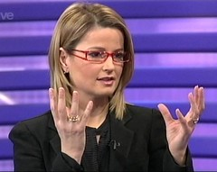 Kate Gerbeau on Channel 5 wearing glasses (GwG_Fan) Tags: glasses five screencap channel5 vidcap girlswithglasses girlswearingglasses gwgs fivetv splitarmglasses kategerbeau