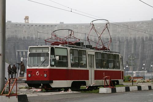 Трамвай с рабочими электростанции
