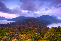 twin lakes (tropicaLiving - Jessy Eykendorp) Tags: twinlakes landscape lakes lake tamblingan buyan gobleg bedugul bali indonesia tropicaliving canoneos50d efs1022mm hitechfilters bwcpl rawproccessedwithdigitalphotopro tiffproccessedwithadobephotoshopcs3 nature outdoorphotography vosplusbellesphotos