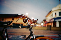 "BSA Vintage 28"" in the street (khai_nomore) Tags: classic film bicycle 35mm lowlight availablelight negative scanned agfavista100 rf alorsetar rm wideopen bokehlicious autaut voigtlanderbessar3m voigtlandernoktonclassic40mmf14 tanjungchali gerektua kilangais drmahathirskampung"