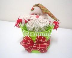 Baldinho noel verde (Cuore bonecos artesanais) Tags: arvoredenatal anjinhos guirlandas enfeiteparamaaneta caixasnatalinas embalagensparapanetone embalagensparagarrafanatal