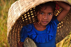 Her dreams (fahim_123752) Tags: girls portrait eyes basket villagegirl bangladeshi