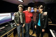 Jonas Brothers (jonas.rares) Tags: bus scarf kevin tour brothers nick joe wireless jonas rare verizon