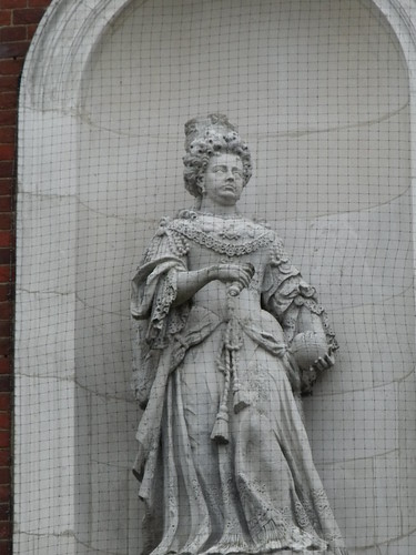 The Guild Hall - Windsor - statue of Queen Anne