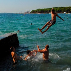 Catapult - Croatia, Orebc (Osvaldo_Zoom) Tags: sea summer beach water fun seaside jump play croatia males croazia catapult catapulta orebc
