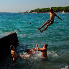 Catapult - Croatia, Orebc (Osvaldo_Zoom) Tags: sea summer beach water fun seaside jump play croatia males croazia catapult catapulta orebc