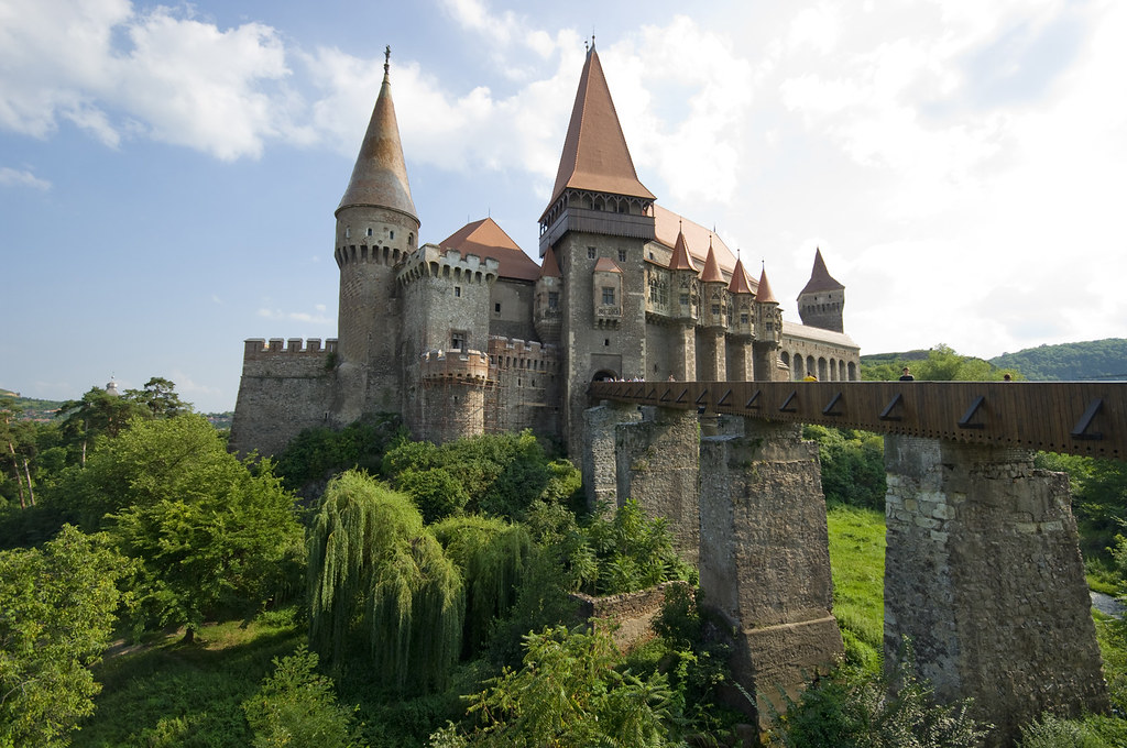 Hunedoara Draculas Castle, Transylvania photo from larryjw.
