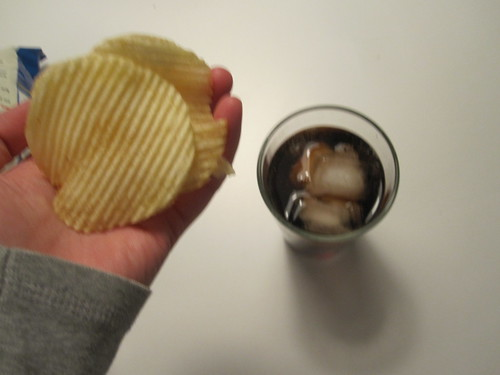 Chips and cuba libre at home