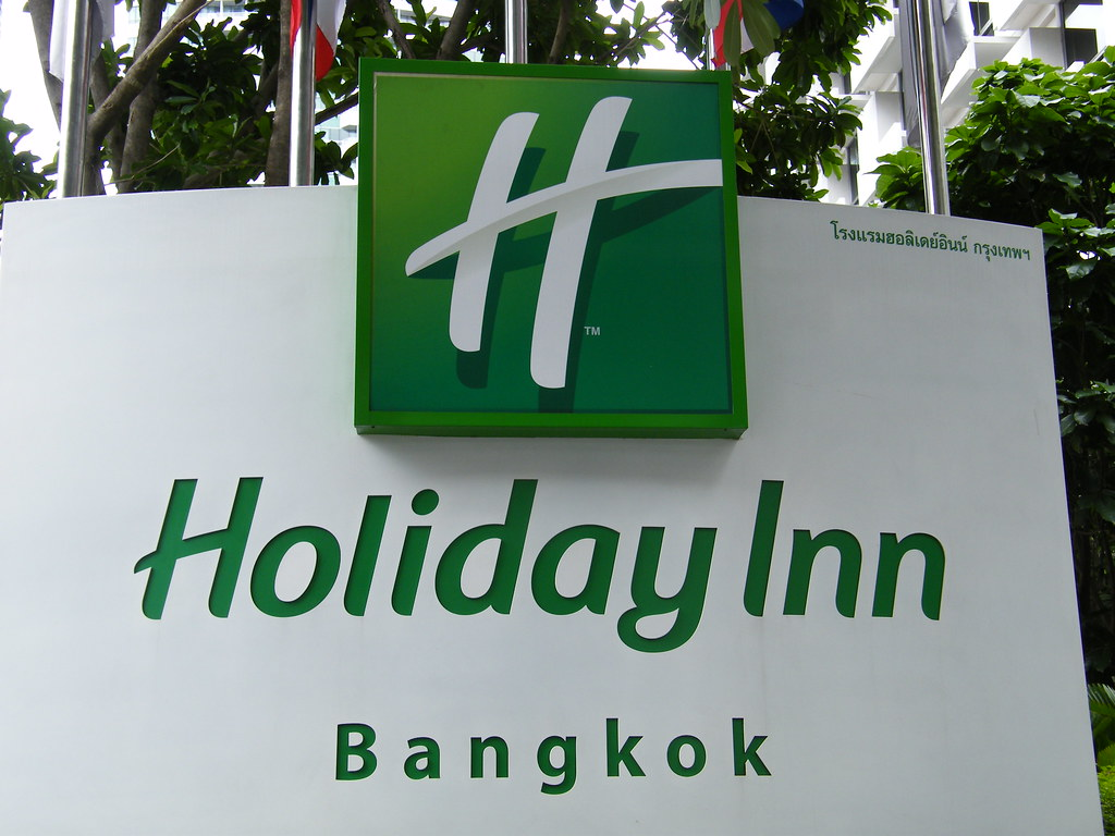 Holiday Inn Hotel Bangkok - connected with the Intercontinental Hotel Bangkok - July 2009 - This logo shows the new coporate logo of the Holiday Inn hotel-chain worldwide! More modern and forward look